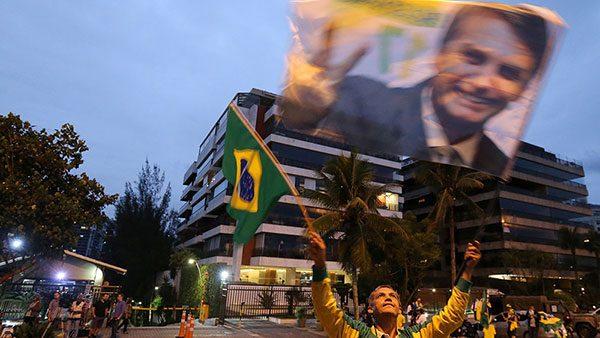 zastava sa likom Bolsonara