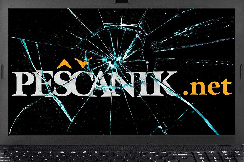 Razbijen monitor laptopa na kojem piše Peščanik