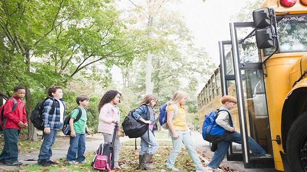 deca ulaze u autobus
