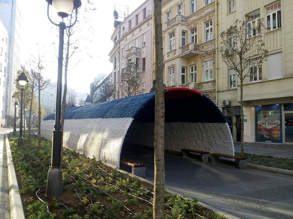 Novogodišnji tunel u bojama srpske zastave