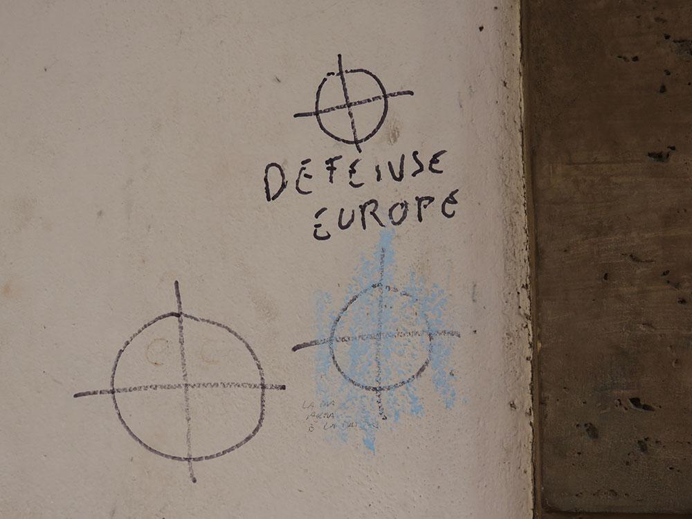 Defense Europe, natpis na zidu u Bolonji