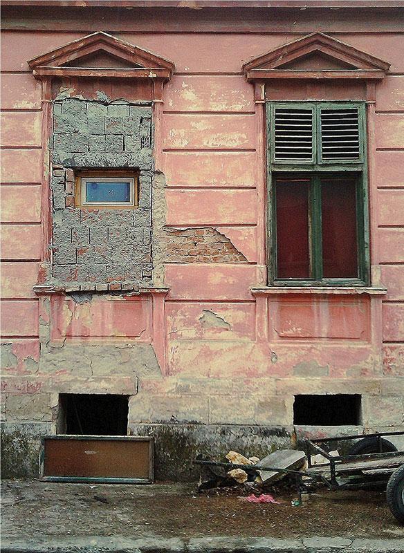 uništena fasada na kući