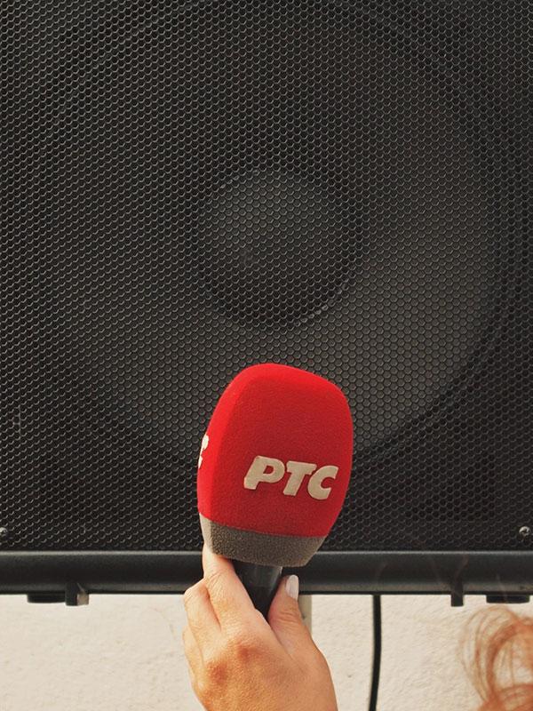 Mikrofon RTS-a ispred zvučnika