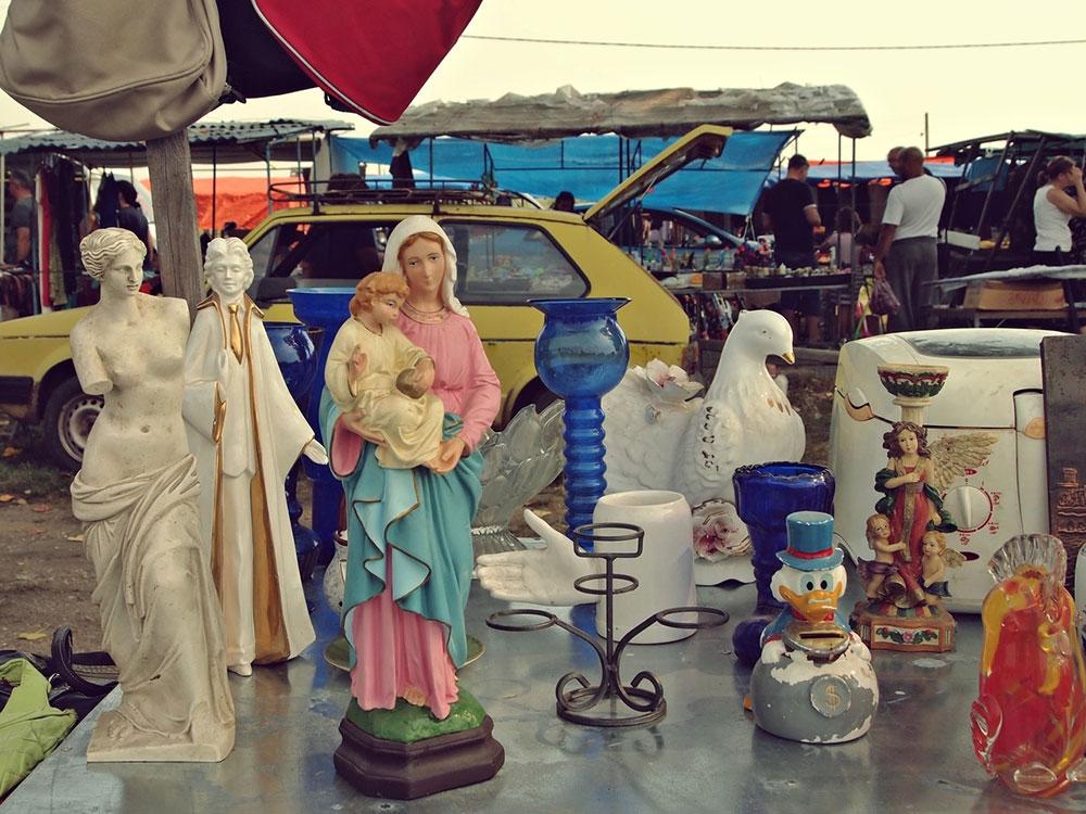figurica Marije sa Hristom na buvljaku