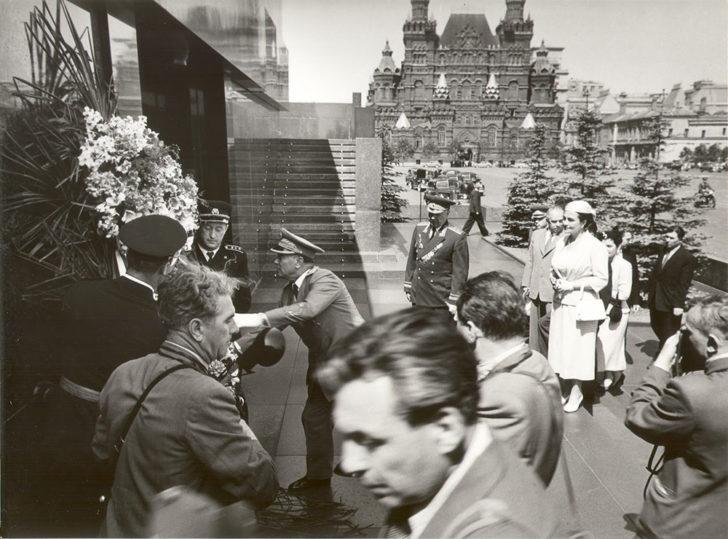 Tito na grobu Lenjina i Staljina