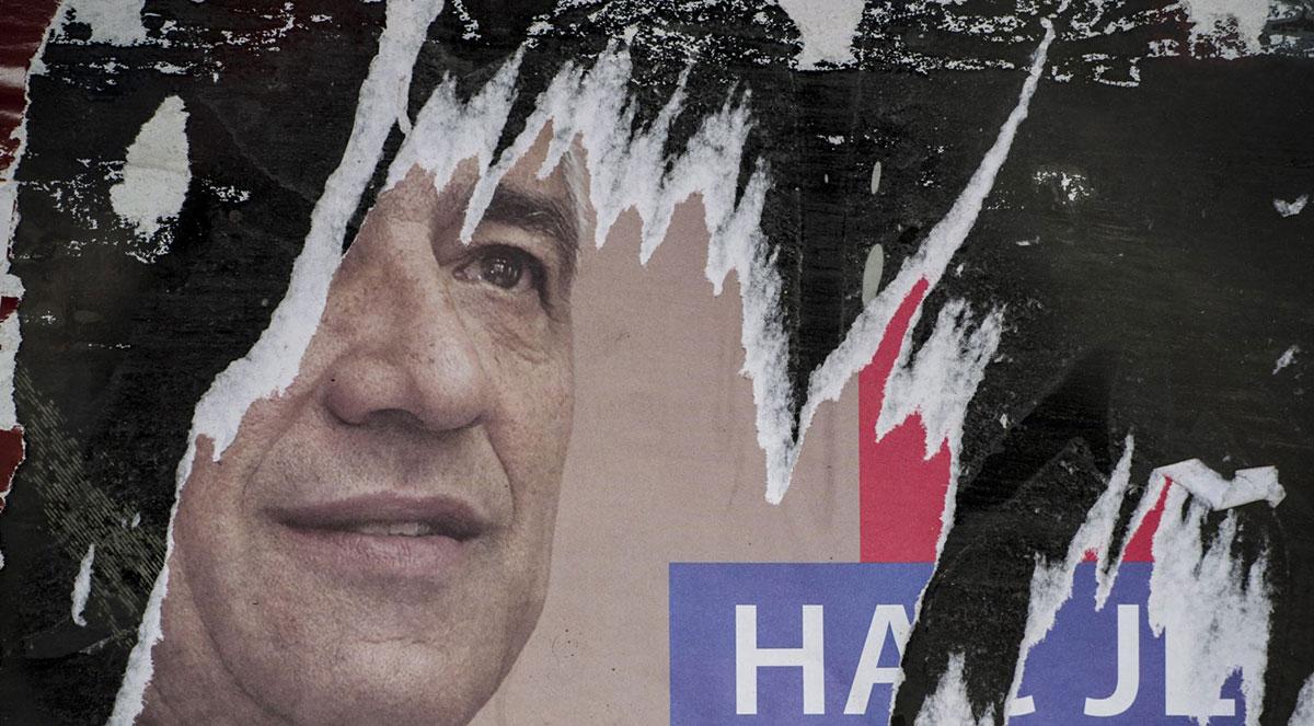 Lik Olivera Ivanovića na iscepanom posteru