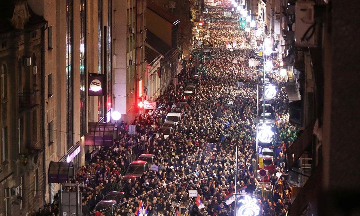Kolona građana na protestu u Takovskoj ulici 29.12.2018.