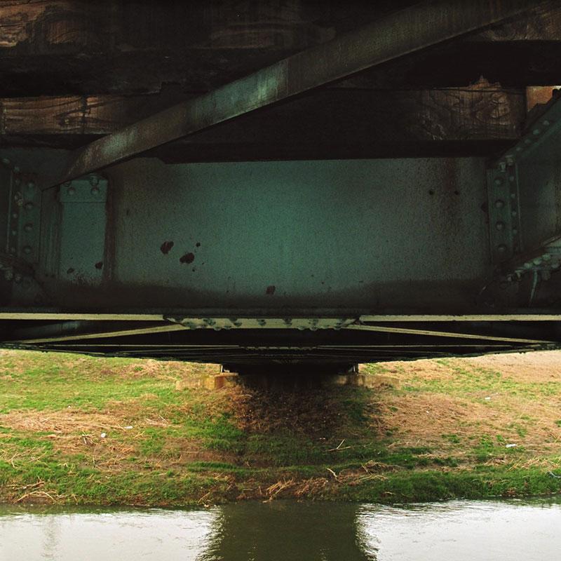 pogled na reku sa mosta
