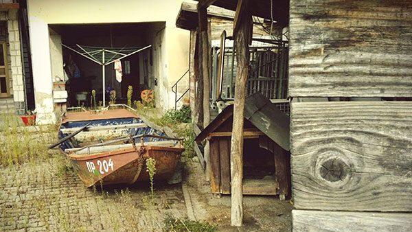 barka u dvorištu