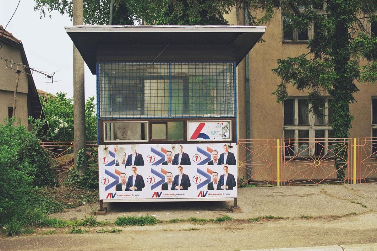 trafika oblepljena plakatima SNS-a, Aleksandar Vučić