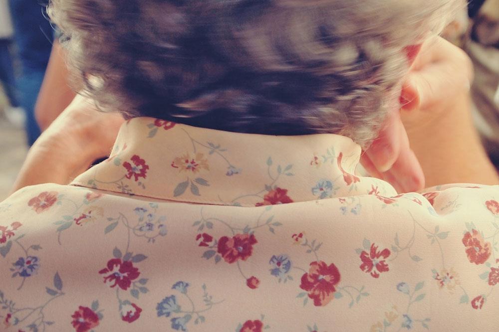 žena viđena s leđa