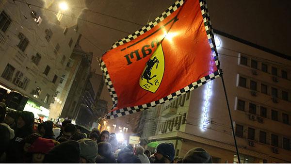 Zastava Ferarija na protestima u Beogradu decembra 2018.