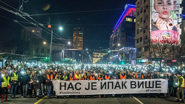 """""""There's more of us than you"""", protests in Belgrade"""