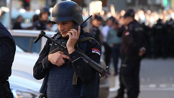 Beograd 17.3.2019, policajac sa automatskom puškom