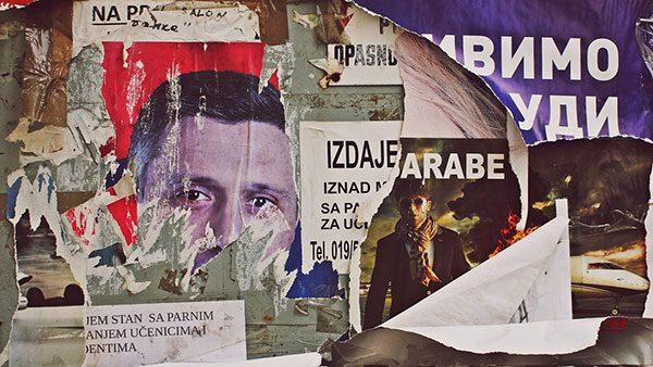 iscepani plakati na kojima se vidi lik Boška Obradovića