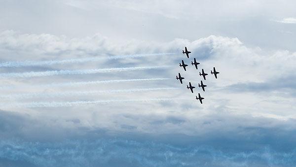 avioni u formaciji dijamanta