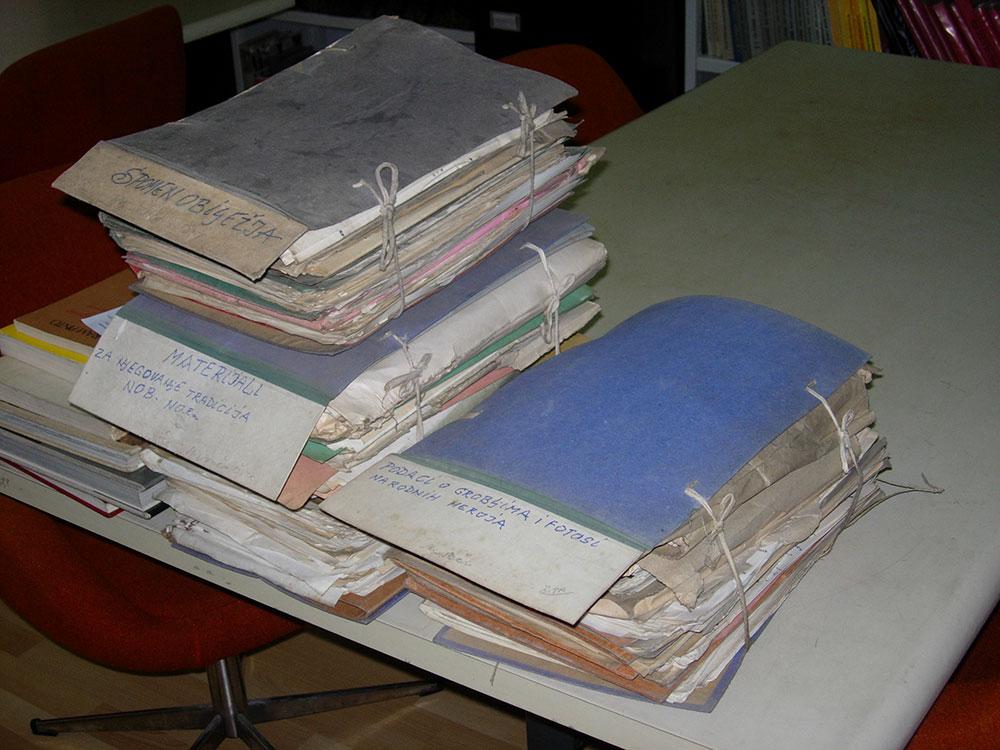 Plave fascikle otkrivene tokom 15 minuta u podrumu arhivskog depoa u BiH