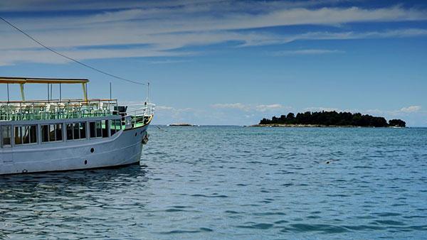 brod na moru