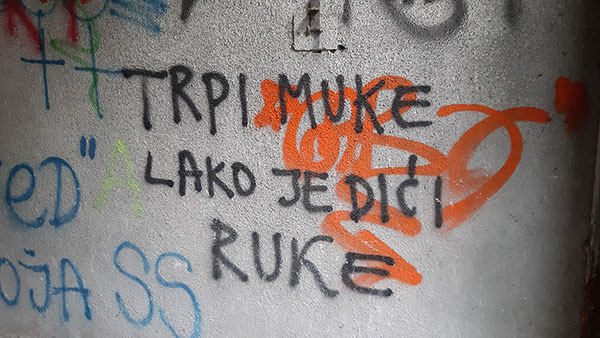 Natpis na zidu: Trpi muke, lako je dići ruke