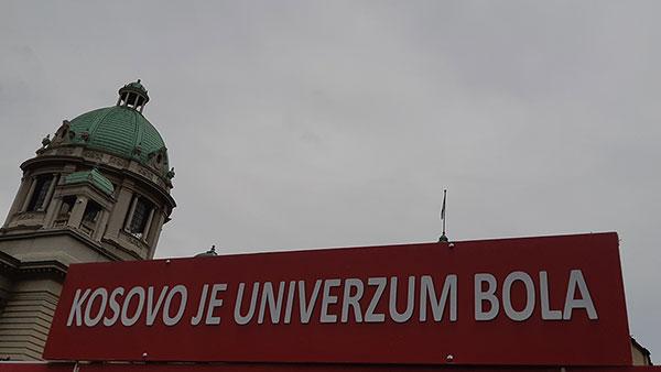 Natpis ispred skupštine Srbije