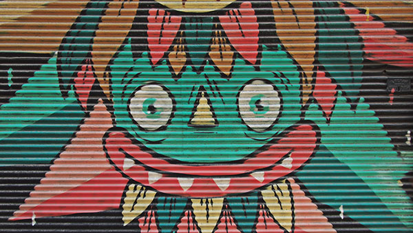 Grafit sa likom koji se ruga