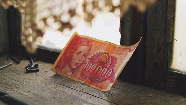 crvena novčanica od 100.000 dinara