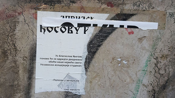 iscepan poziv na zidu za obilazak Kosova