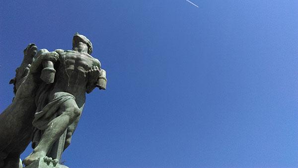 Skulptura ispred Narodne skupštine u Beogradu