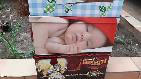 slika bebe na kutiji