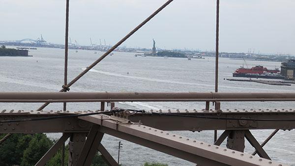 Bruklinski most u Njujorku, Kip Slobode