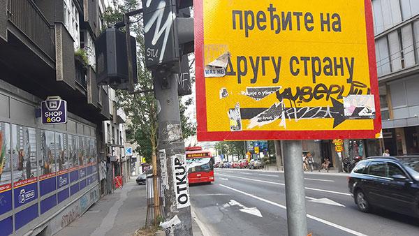Znak pešacima - pređite na drugu stranu