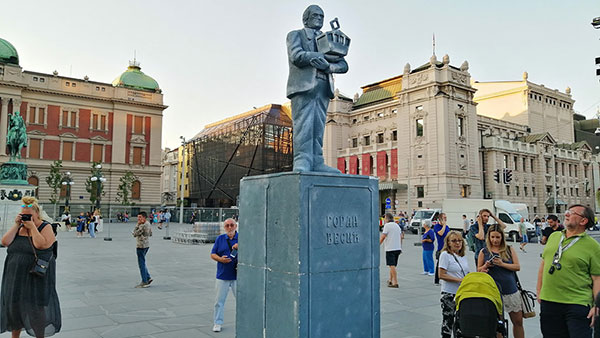 Spomenik Goranu Vesiću, 16.9.2019, instalacija Inicijative Ne davimo Beograd