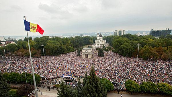Antivladin protest u Kišinjevu, Moldavija 2015, foto: Dumitru Doru/EPA