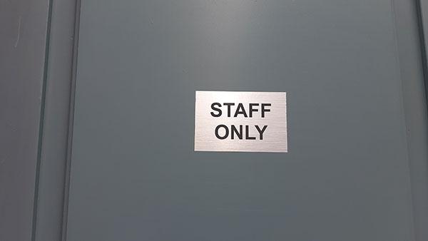 Samo zaposleni, foto: Peščanik