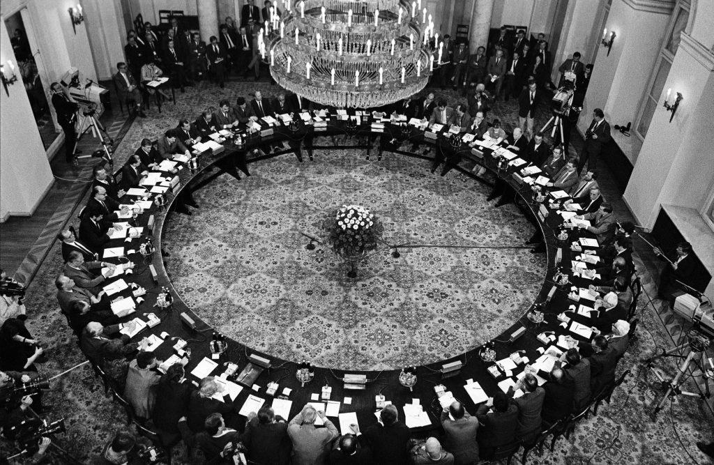 Okrugli sto vlasti i opozicije u Poljskoj 1989, foto: Dissent