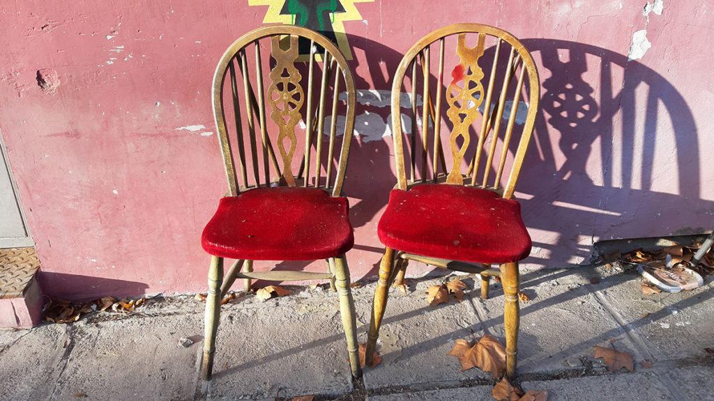 dve stolice