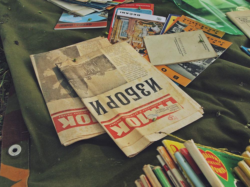 Stare novine na buvljaku sa naslovom: Izbori