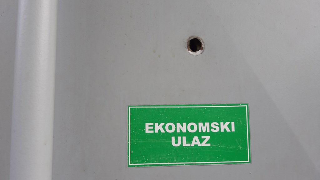 Zelena tabla na kojoj piše; Ekonomski ulaz