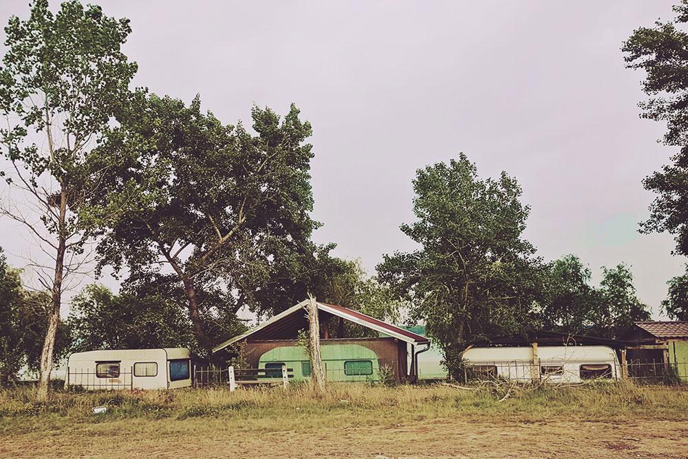 kamp kućice u šumi