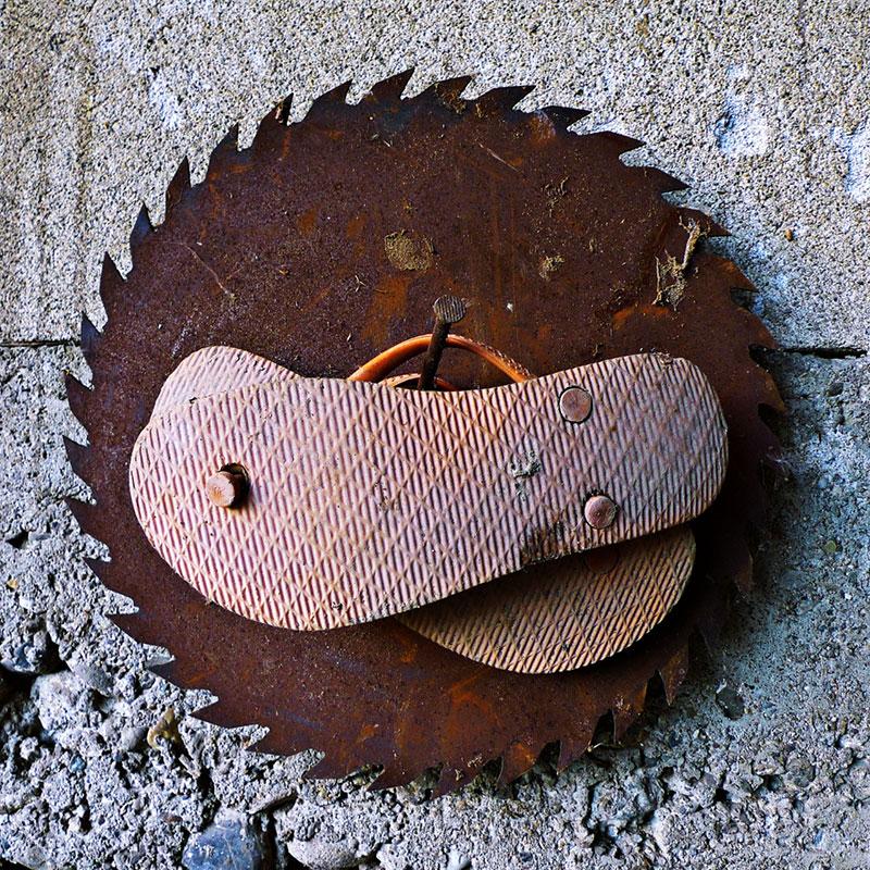 istrošeni đonovi starih papuča