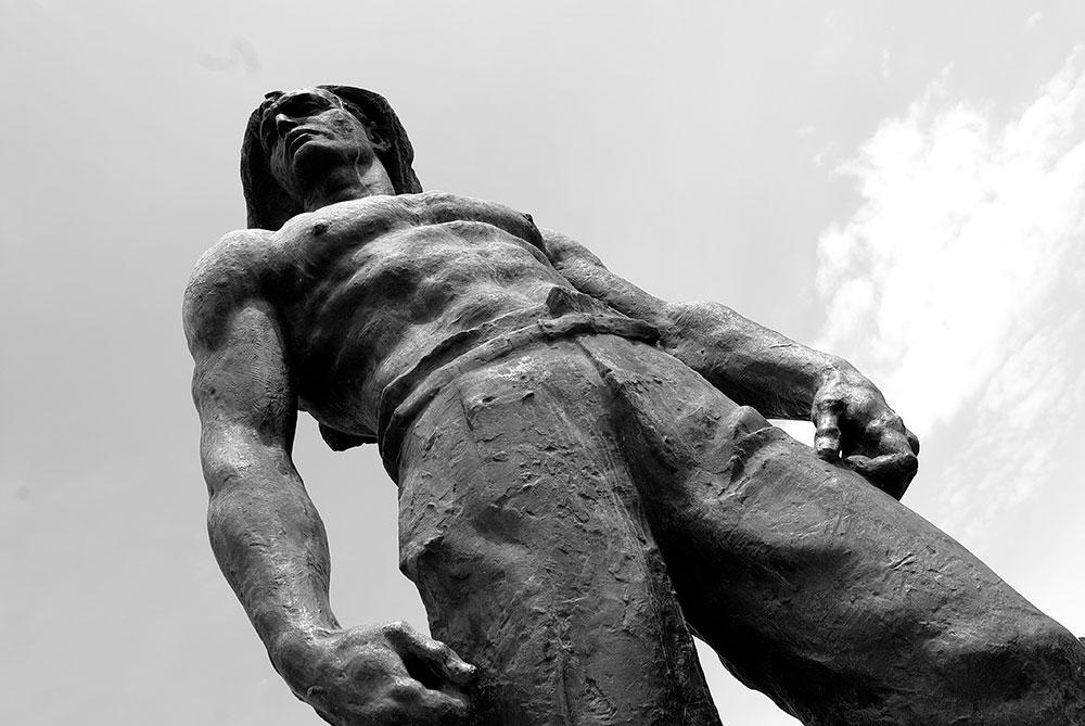 Spomenik obalskim radnicima palim u NOB-u, Radeta Stanković (1952), foto: Uglješa Milanov