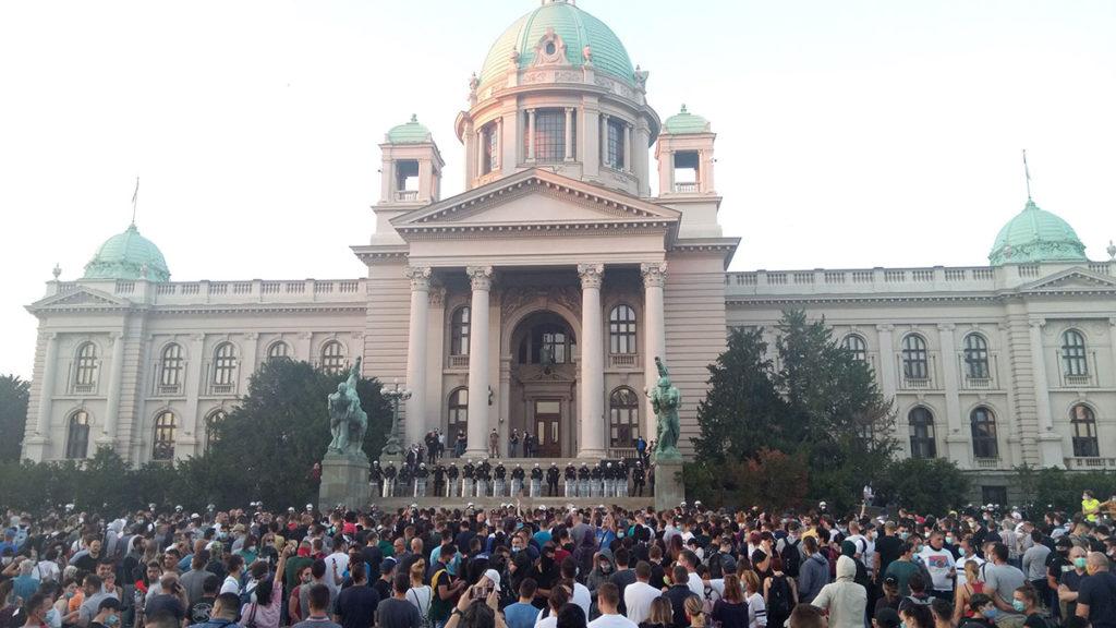 Protest u Beogradu 8. jula 2020. ispred skupštine