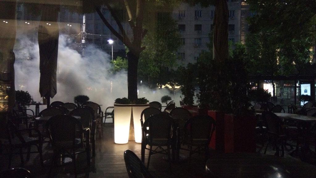 Protesti u Beogradu 8. jula 2020. Dim od suzavca ispred hotela Moskava na Terazijama u Beogradu.