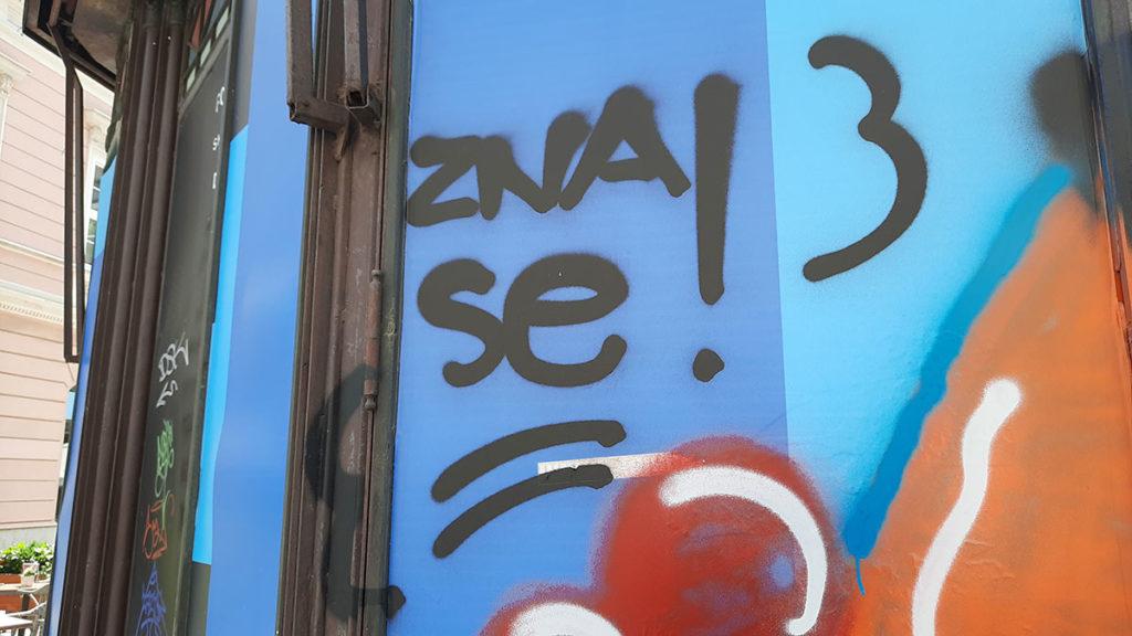 Grafit na zidu: Zna se!