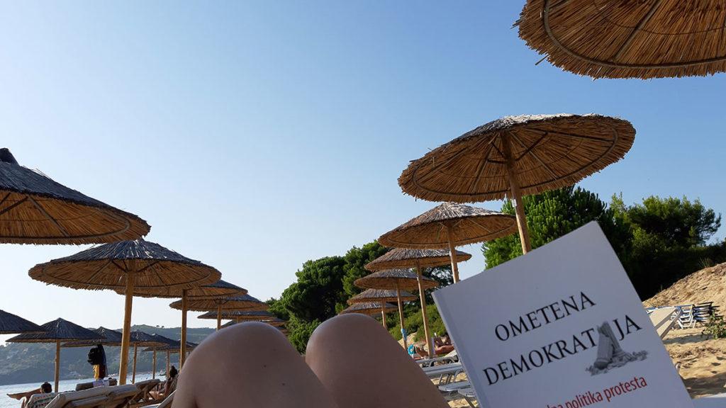 Naslovnica knjige Ometena demokratija