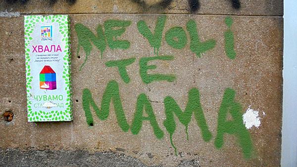 Natpis: Ne voli te mama