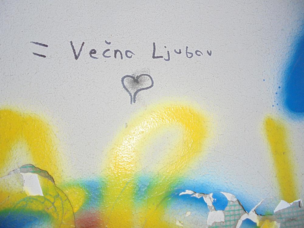 Natpis na zidu: Večna ljubav