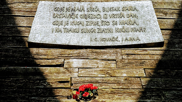 Spomen ploča u Jasenovcu
