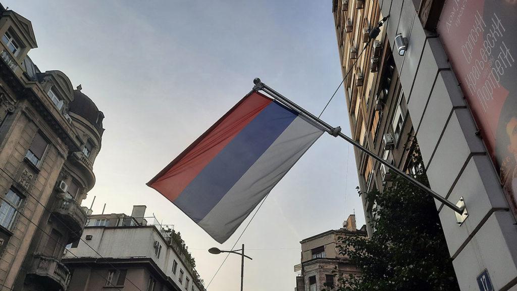 zastava Srbije na zgradi