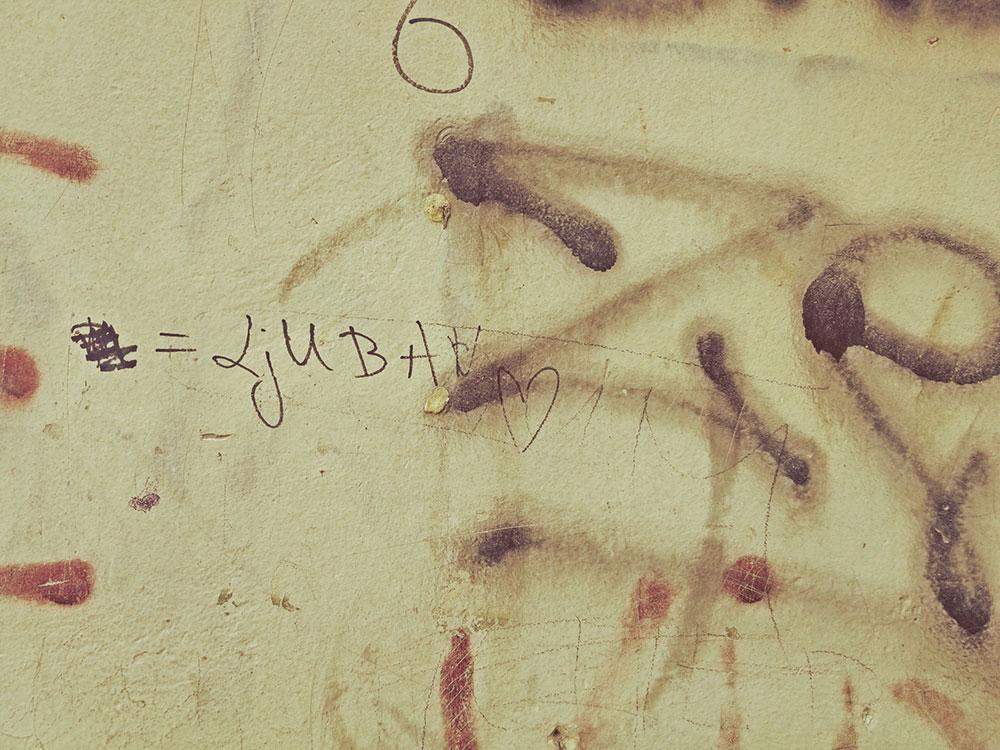 ljubav, napisano na zidu
